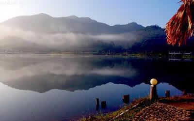 三亚尖峰岭国家森林公园ppt背景图片下载