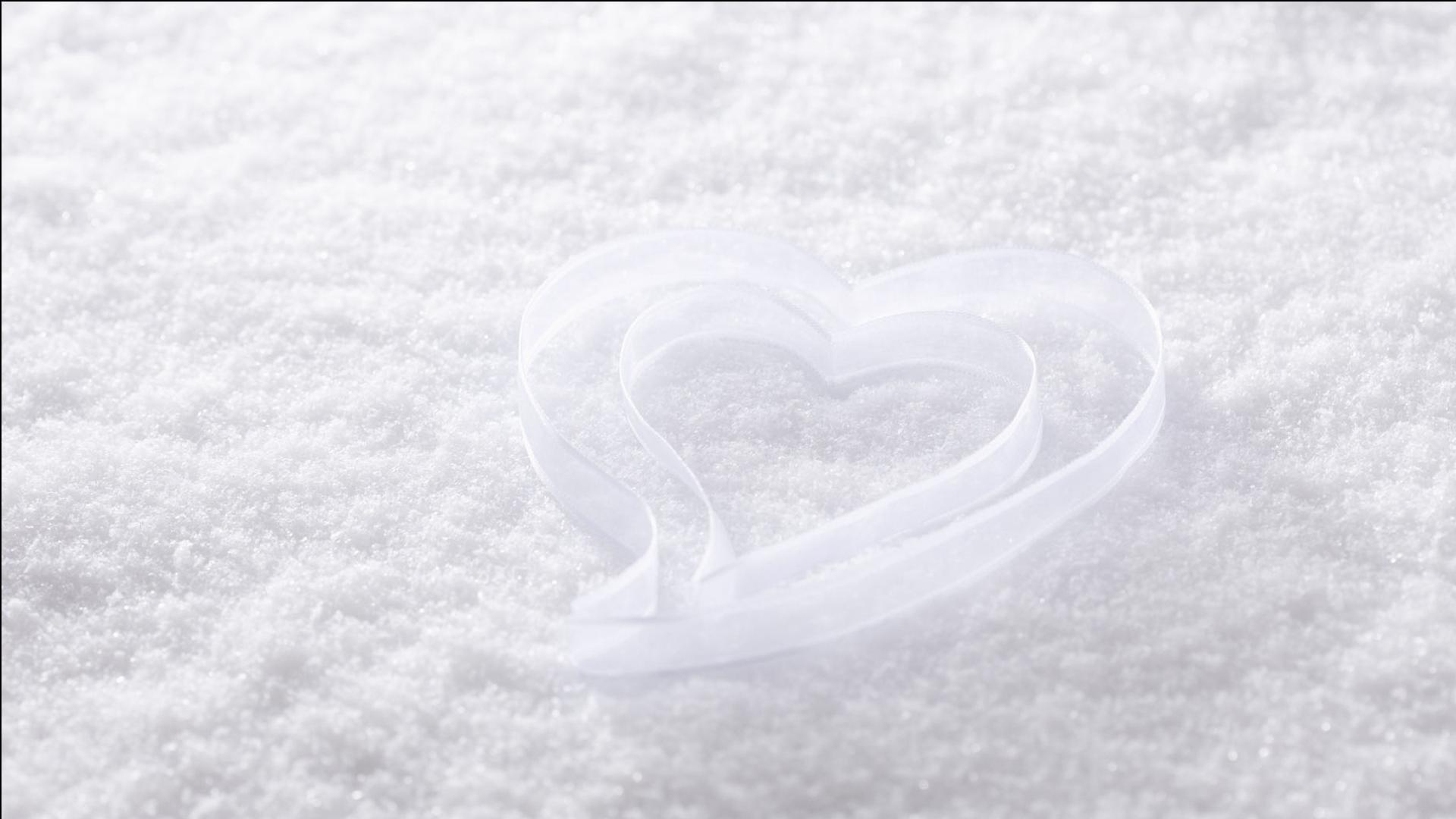 首页 ppt背景 淡雅ppt背景图片 > 唯美纯白浪漫爱心ppt背景图片  素材