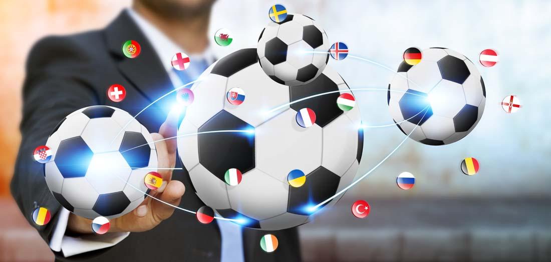 商务人士与足球高清ppt背景图片下载