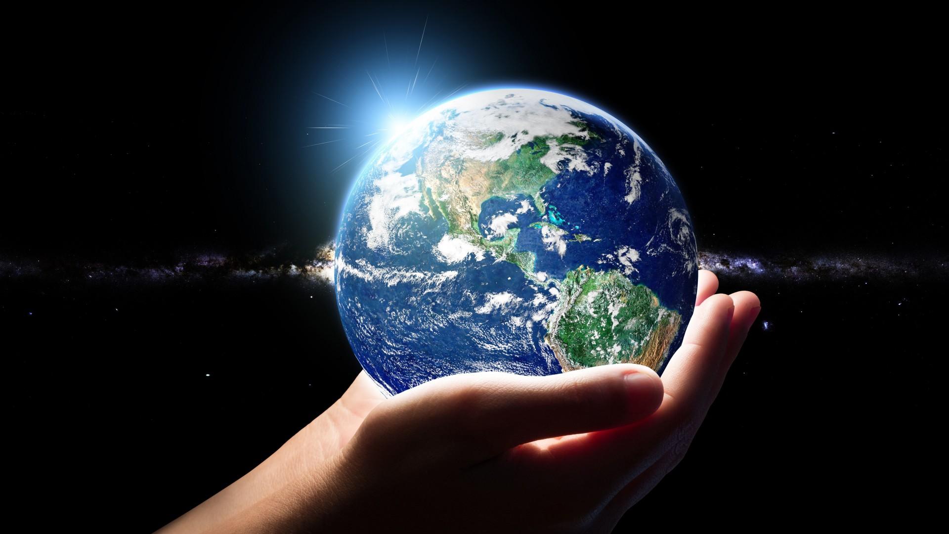地球空间创意设计PPT背景图片免费下载是由PPT宝藏(www.pptbz.com)会员zengmin上传推荐的简约PPT背景图片, 更新时间为2017-01-21,素材编号120587。 地球(英语:Earth)是太阳系八大行星之一(2006年冥王星被划为矮行星,因为其运动轨迹与其它八大行星不同),按离太阳由近及远的次序排为第三颗。它有一个天然卫星月球,二者组成一个天体系统地月系统。地球作为一个行星,远在46亿年以前起源于原始太阳星云。地球会与外层空间的其他天体相互作用,包括太阳和月球。 地球是太阳