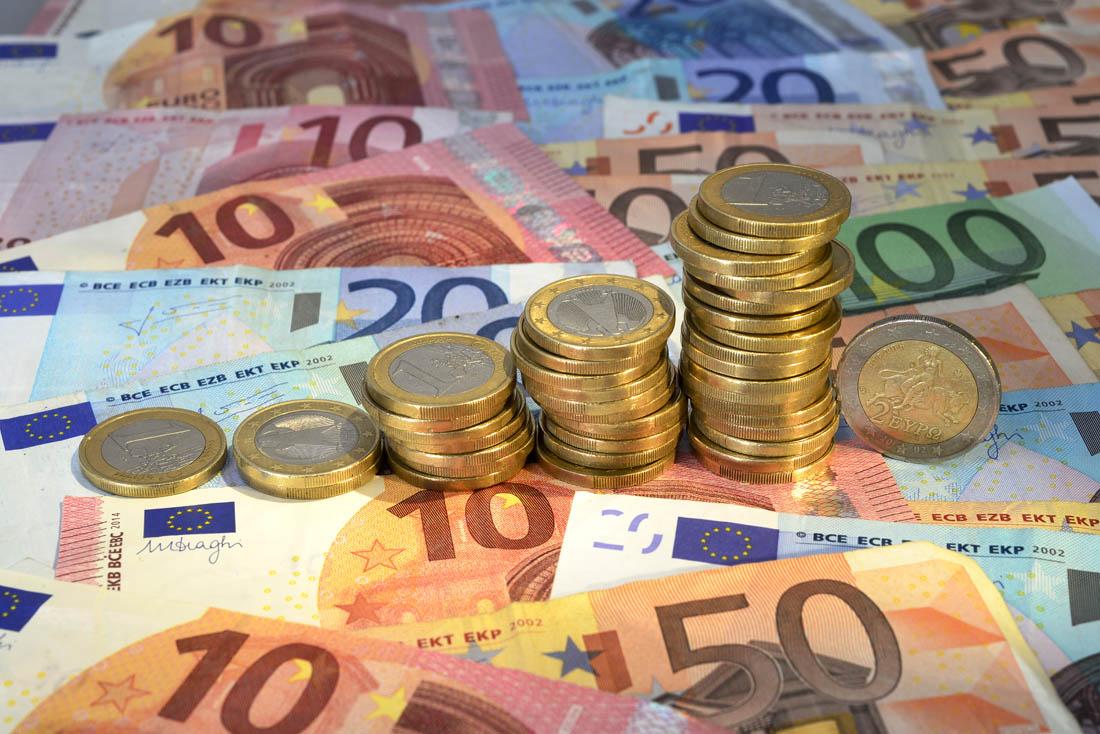 崭新的美元钞票硬币高清ppt背景图片下载_幻灯片模板
