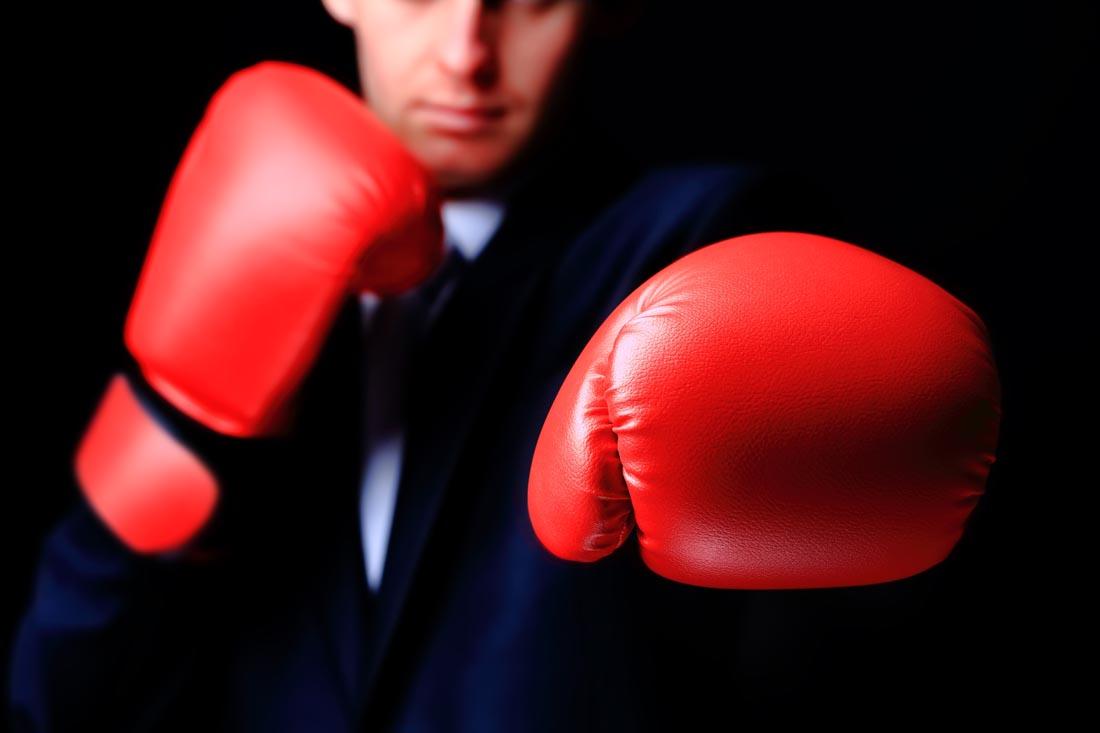 戴拳击手套的商务人士ppt背景图片下载