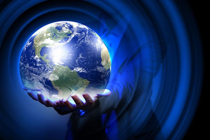 手托地球的ppt背景图片下载