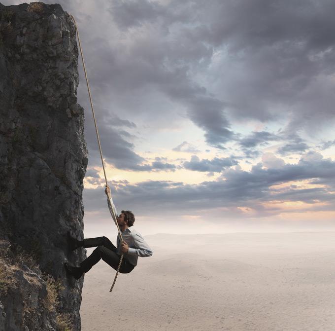 攀岩的男人ppt背景图片下载