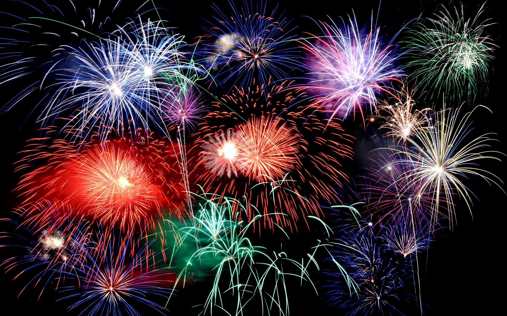 新年唯美烟花PPT背景图片免费下载是由PPT宝藏(www.pptbz.com)会员zengmin上传推荐的节日PPT背景图片, 更新时间为2016-10-11,素材编号105488。 烟花又称花炮、烟火、焰火,汉族劳动人民发明较早,主要用于军事上,盛大的典礼或表演中,而现代全中国以及到全世界唯一能在同天同活动里施放烟花的活动则为跨年(除夕夜)活动。 其实和爆竹的大同小异,其结构都包含黑火药和药引。点燃烟花后,类似以上提到的化学反应引发爆炸,而爆炸过程中所释放出来的能量,绝大部分转化成光能呈现在我们眼中。制