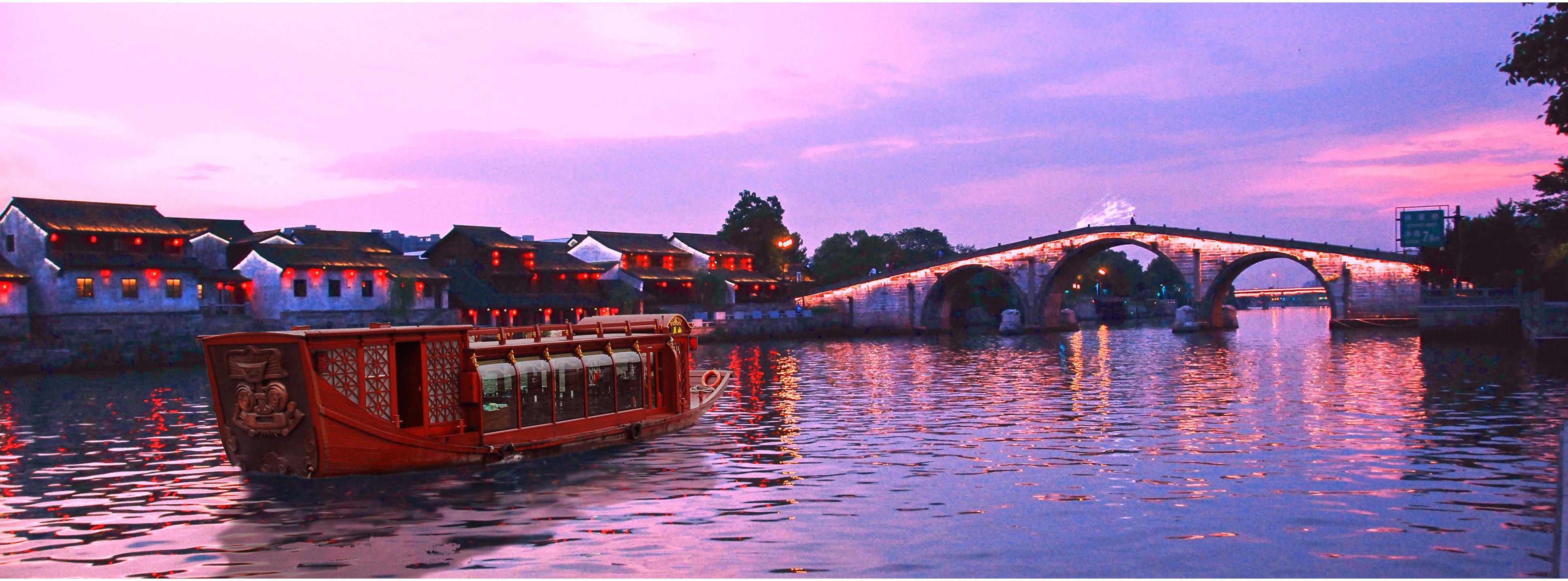 杭州京杭大運河PPT背景圖片免費下載是由PPT寶藏(www.pptbz.com)會員zengmin上傳推薦的風景PPT背景圖片, 更新時間為2016-11-13,素材編號111137。 京杭大運河,是中國也是世界上最長的古代運河。北起北京,南至杭州,流經天津、河北、山東、江蘇和浙江四省兩市,溝通海河、黃河、淮河、長江和錢塘江五大水系,全長1794千米。 京杭大運河全長1794千米,公元前486年開始建造。春秋末期,吳國為北伐齊國爭霸中原,在江蘇揚州附近開鑿了一條引長江水入淮的運河(稱邗溝),以后在這基礎上