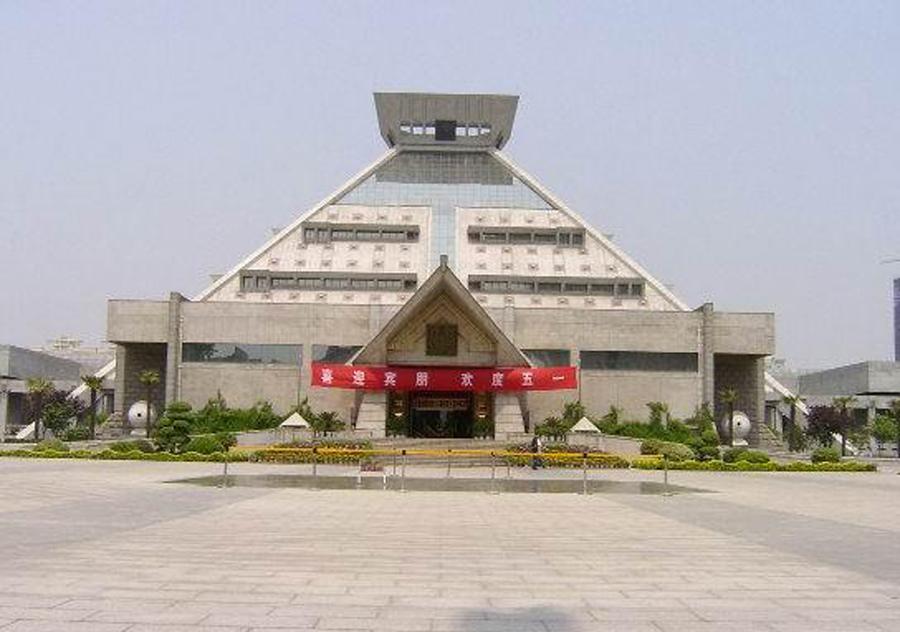 首页 ppt背景 风景ppt背景图片 > 河南省博物馆ppt背景图片  上一页