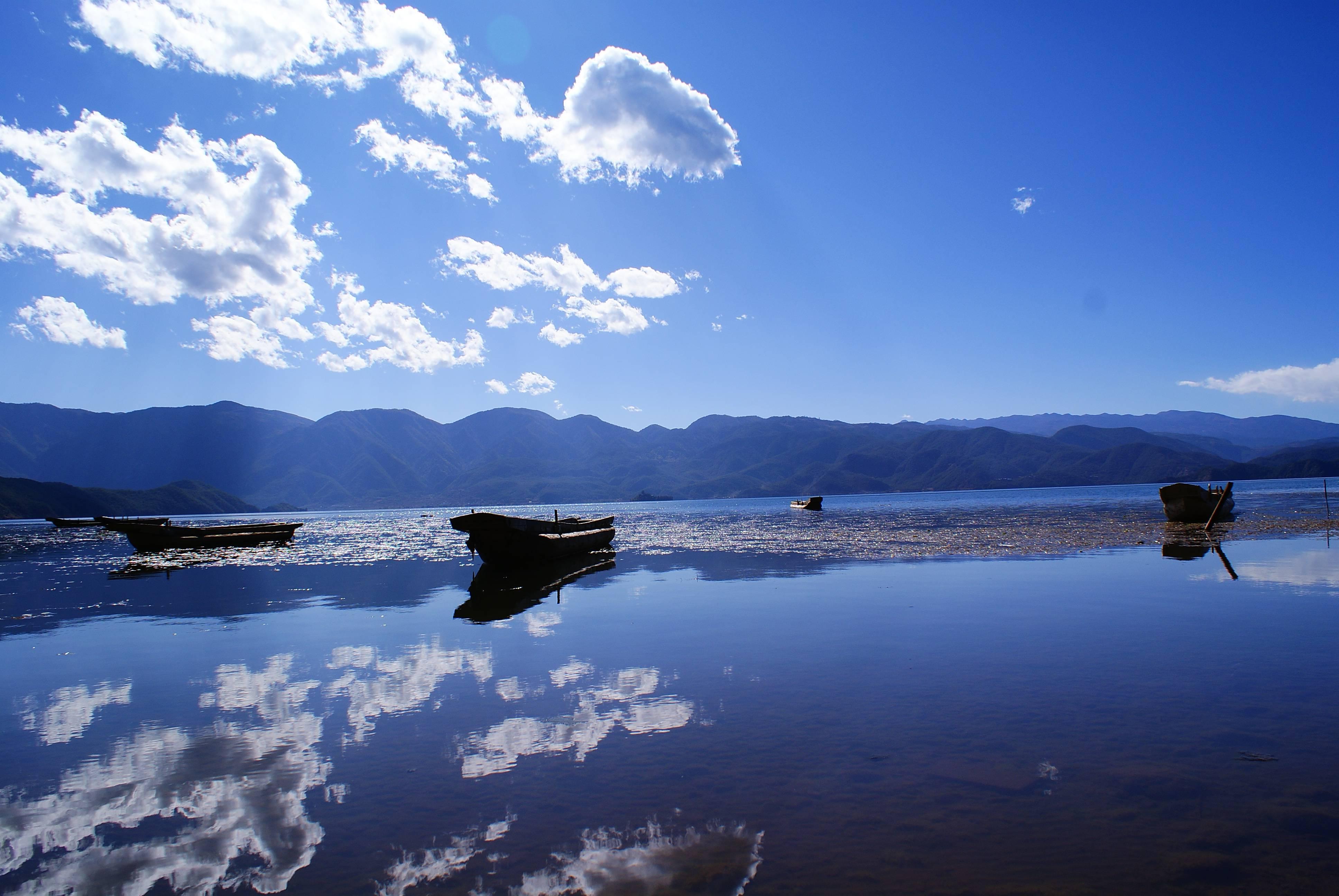首页 ppt背景 风景ppt背景图片 > 泸沽湖ppt背景图片  下载地址