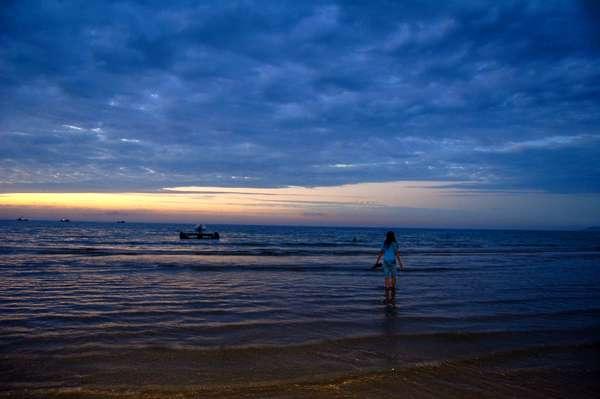 烟台金沙滩旅游度假区ppt背景图片下载