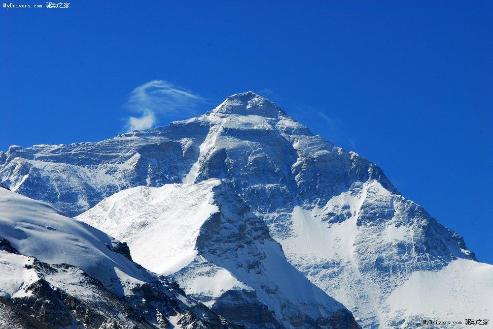 珠穆朗玛峰介绍PPT:这是一个关于珠穆朗玛峰介绍PPT。珠穆朗玛峰是喜马拉雅山脉的主峰,位于中国与尼泊尔两国边界上。欢迎点击下载珠穆朗玛峰介绍PPT观看珠穆朗玛峰的美景!穆朗玛峰,简称珠峰,高度8844.43米,为海拔世界第一高峰。1975年7月23日,我国精确测得。峰顶位于中国与尼泊尔的边界,南坡位于尼泊尔萨加玛塔专区,北坡位于中国西藏自治区定日县,是中国最美的、令人震撼的十大名山之一。 高大巍峨的形象一直在当地甚至全世界的范围内产生着影响,中华人民共和国的第四版人民币十元的背面便是珠穆朗玛峰。1953