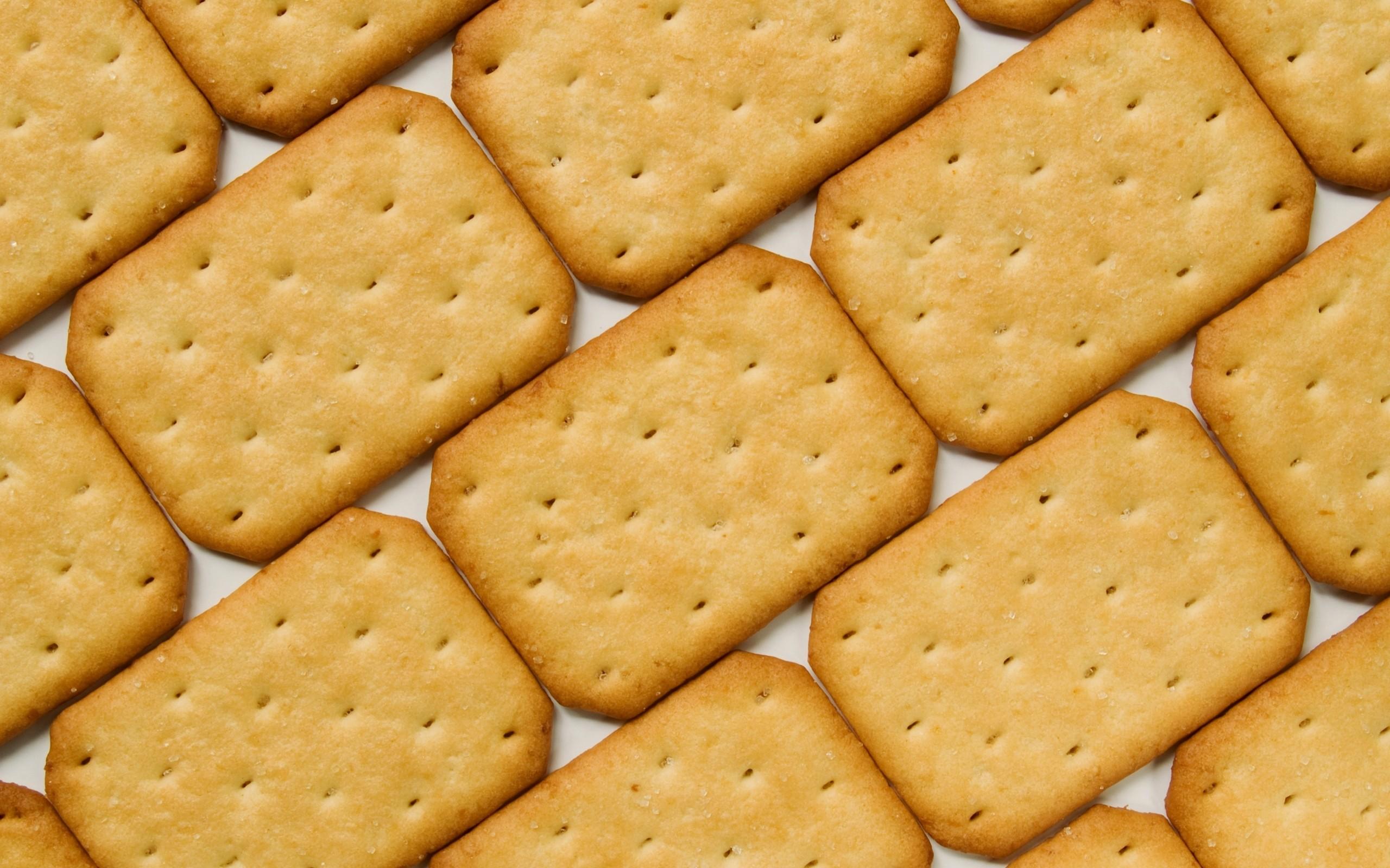 """美味饼干高清PPT背景图片免费下载是由PPT宝藏(www.pptbz.com)会员zengmin上传推荐的简约PPT背景图片, 更新时间为2017-01-19,素材编号120212。 饼干的词源所谓饼干的词源是""""烤过两次的面包"""",即从法语的bis(再来一次)和cuit(烤)中由来的。 初期饼干的产业是上述所说的长期的航海或战争中的紧急食品的概念开始以HandMade-Type(手工形态)传播,产业革命以后因机械技术的发达,饼干的制作设备及技术迅速发展,扩散到全世界各地。饼干类包含饼干(Biscuit)"""
