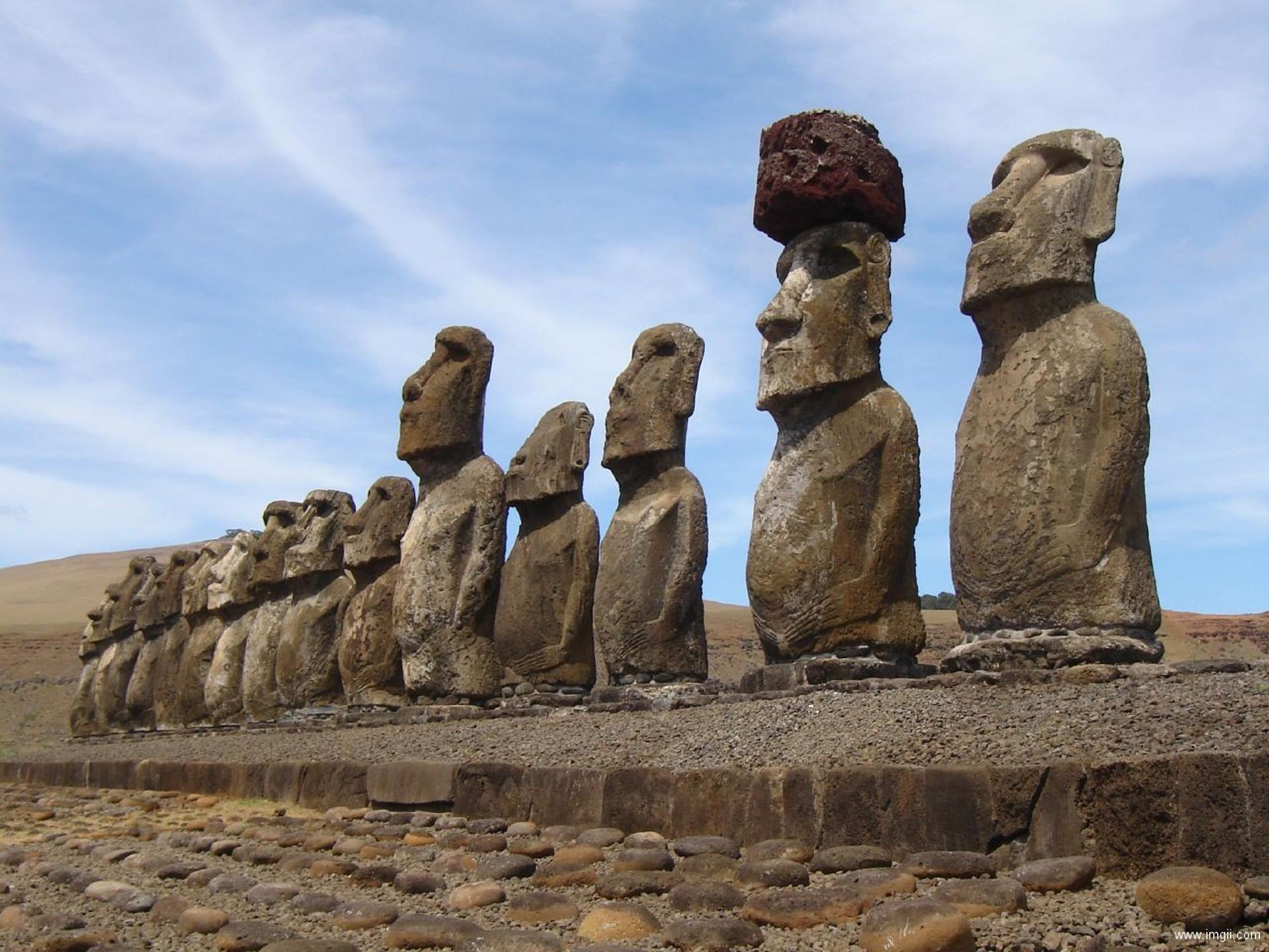 美国复活节岛的神秘石像ppt背景图片下载