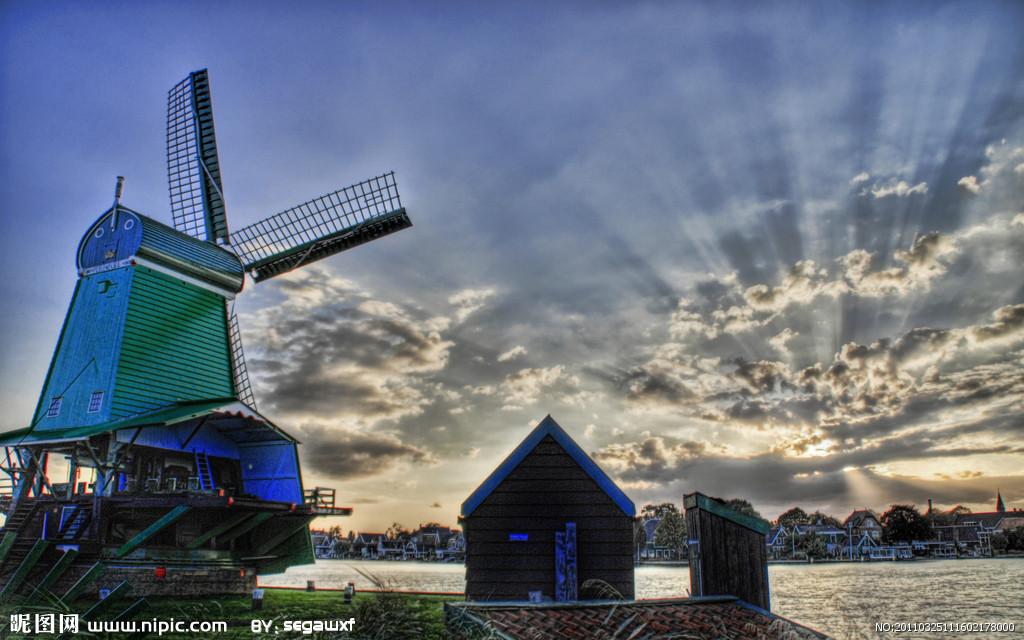 荷兰PPT背景图片免费下载是由PPT宝藏(www.pptbz.com)会员zengmin上传推荐的风景PPT背景图片, 更新时间为2016-10-27,素材编号109267。 荷兰(Holland),本称尼德兰王国,因其荷兰省最为出名,故尼德兰(尼德兰文:Nederland,英文:Netherland)多被世界称为荷兰。位于欧洲西偏北部,是著名的亚欧大陆桥的欧洲始发点。荷兰是世界有名的低地之国。国土总面积41864平方千米,与德国、比利时接壤。欧盟和北约创始国之一,也是申根公约、联合国、世界贸易组织等国际