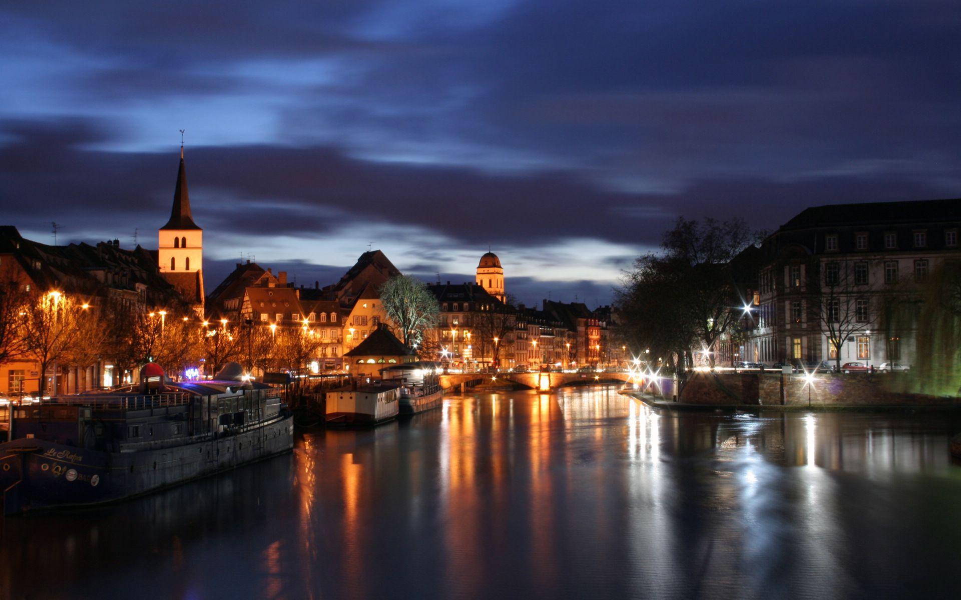 阿姆斯特丹ppt背景图片下载_幻灯片模板免费下载