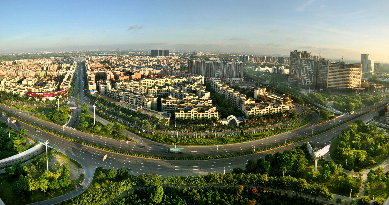 顺德PPT背景图片免费下载是由PPT宝藏(www.pptbz.com)会员zengmin上传推荐的风景PPT背景图片, 更新时间为2016-10-04,素材编号104575。 顺德区是佛山市五个行政辖区之一。位于广东省的南部,珠江三角洲平原中部,由江河冲积而成的河口三角洲平原;广佛同城的西南边界、广佛肇经济圈的南部,是佛山市与广州市联系的重要核心区域之一。顺德地势西北略高,海拔约2米,东南稍低,海拔0.