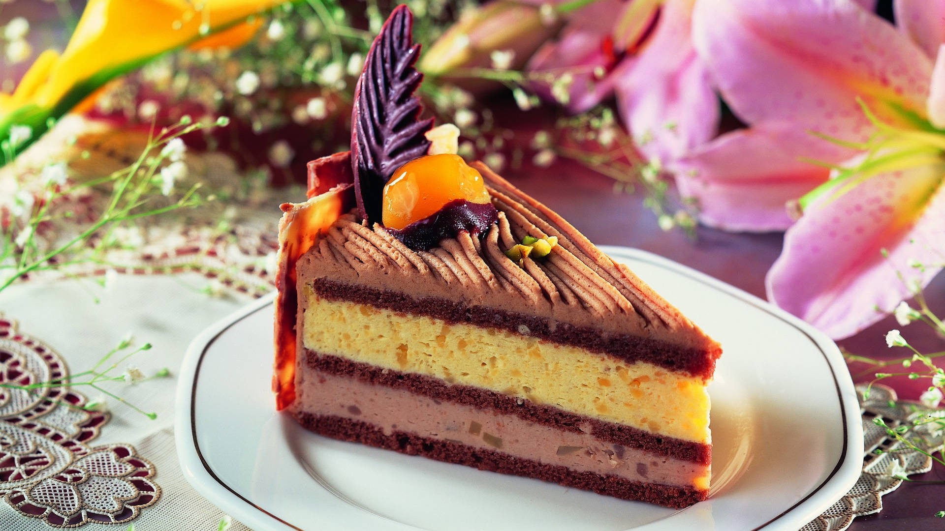 香甜可口的西餐糕点PPT背景图片免费下载是由PPT宝藏(www.pptbz.com)会员zengmin上传推荐的简约PPT背景图片, 更新时间为2017-01-20,素材编号120407。 糕点是一种食品。它是以面粉或米粉、糖、油脂、蛋、乳品等为主要原料,配以各种辅料、馅料和调味料,初制成型,再经蒸、烤、炸、炒等方式加工制成。糕点品种多样,花式繁多约有3000多种。月饼、蛋糕、酥饼等均属糕点。 糕点是一种食品。它是以面粉或米粉、糖、油脂、蛋、乳品等为主要原料,配以各种辅料、馅料和调味料,初制成型,再经蒸、
