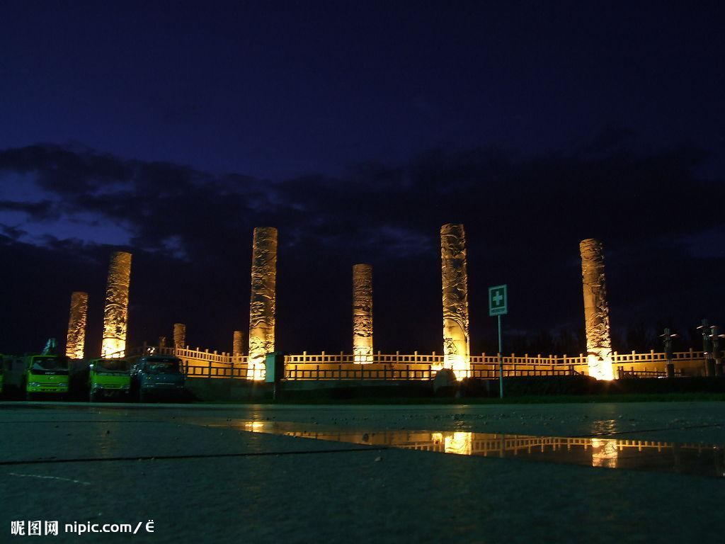 """鸡西PPT背景图片免费下载是由PPT宝藏(www.pptbz.com)会员zengmin上传推荐的风景PPT背景图片, 更新时间为2016-11-03,素材编号110146。 鸡西是黑龙江省省辖市,是东北老工业基地主要城市之一,东北最大煤城、黑龙江省""""四大煤城""""之首,是一座百年历史的综合性工业城市。鸡西位于黑龙江省东南部,省境东部完达山麓穆棱河畔,三面环山,南与穆棱市接壤,北与七台河市、宝清县相连,西与林口县毗邻。鸡西是是中国重要的煤炭基地及石墨的生产地,是以煤炭为主体,兼有机械、装备制造、冶金、电力"""