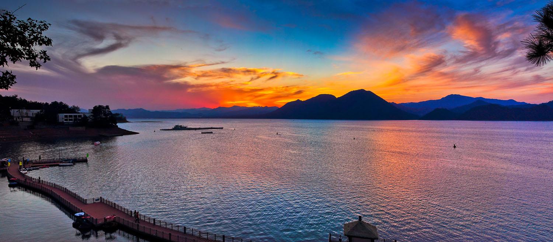首页 ppt背景 风景ppt背景图片 > 黄山太平湖ppt背景图片  上一页
